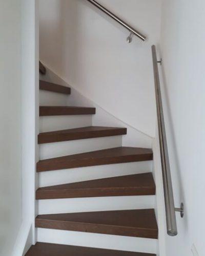 PVC overzettreden met RVS trapleuning aangebracht